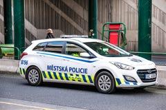 Überwachen Sie Uhrrauchverbot auf Bahnhof, Prag, Tschechische Republik, 24 polizeilich November 2017 Lizenzfreies Stockfoto