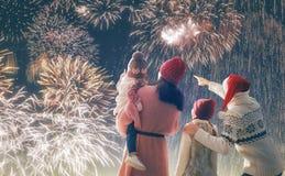Überwachende Feuerwerke der Familie stockbilder