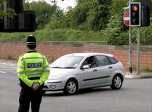 Überwachender Verkehr des Polizisten Lizenzfreie Stockfotografie