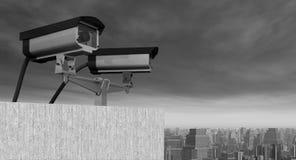 Überwachungskamera über einer Stadt Stockbilder
