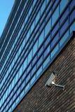 Überwachungskamera auf Wand Lizenzfreie Stockbilder