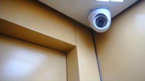 Überwachungskamera installiert in den Aufzug stock video footage