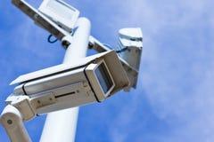 Überwachungskamera vom niedrigen Winkel Lizenzfreie Stockfotografie
