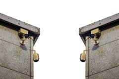 Überwachungskameras auf der Seite eines modernen Gebäudes Lizenzfreie Stockfotografie