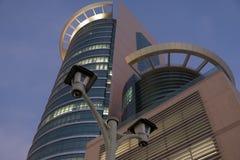 Überwachungskameras bei Etisalat Headoffice, das Abu Dhabi errichtet stockfotos