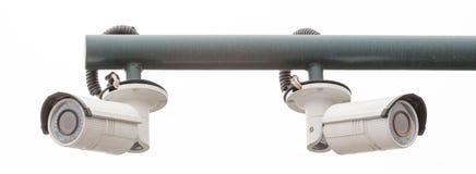 Überwachungskameras, CCTV zwei, der vom Rohr hängt Stockfotografie