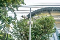 Überwachungskameras installiert an der Turnhalle Stockfoto