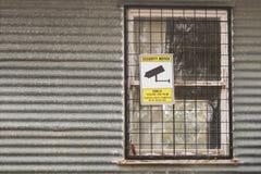 Überwachungskameras in 24 Stunden-Gebrauch warnenden Sig Stockfotos