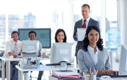Überwachungsprogrammschreibensanmerkungen in einem Kundenkontaktcenter Lizenzfreie Stockfotografie