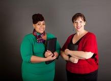 Überzeugt reifen Sie plus Größen-Geschäftsfrauen Stockbild