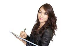 Überzeugte asiatische Geschäftsfrau, Nahaufnahmeporträt auf weißem backgr Lizenzfreie Stockfotos
