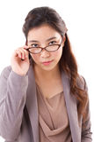 Überzeugte, ernste Geschäftsfrau, die Sie betrachtet Stockbilder