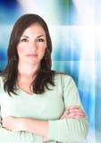 Überzeugte Frau auf digitalem Hintergrund Stockfotos