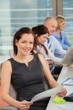 Überzeugte Geschäftsfrau In Office Stockfotografie