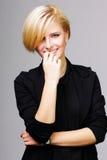 Überzeugte glückliche junge Frau Stockfoto