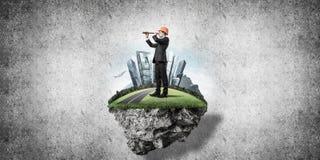 Überzeugter Chef und moderne Stadt als Konzept des eco Grünkonstruktes Stockbild