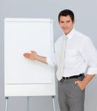 Überzeugter Geschäftsmann, der eine Darstellung gibt Lizenzfreies Stockbild