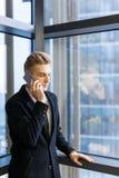 Überzeugter Geschäftsmann Having Phone Conversation Lizenzfreies Stockfoto