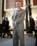 Überzeugter Geschäftsmann im Büro Lizenzfreies Stockfoto