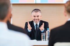 Überzeugter Geschäftstrainer Stockbilder