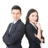Überzeugter junger Geschäftsmann und Geschäftsfrau lizenzfreie stockbilder