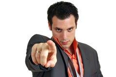 Überzeugter junger Mann, der Finger zeigt stockbild