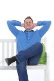 Überzeugter Mann mit einem selbstzufriedenen Lächeln Stockfoto