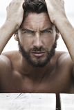 Überzeugter Mode-gutaussehender Mann Lizenzfreies Stockfoto