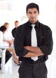 Überzeugter und attraktiver führender Vertreter der Wirtschaft lizenzfreies stockfoto