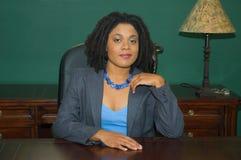 Überzeugter weiblicher Unternehmensleiter lizenzfreies stockbild