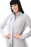 Überzeugtes anspruchsvolles positives glückliches Frauen-Lächeln Lizenzfreie Stockfotografie