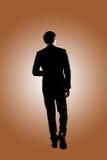 Überzeugtes Geschäftsmanngehen lizenzfreie stockfotos