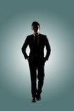 Überzeugtes Geschäftsmanngehen lizenzfreie stockfotografie