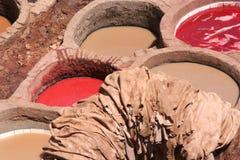 Überziehen Sie Fabrik in Fez, Marokko mit Leder Lizenzfreies Stockfoto