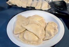 Überziehen Sie von frisch gekochten Mehlklößen stockfoto