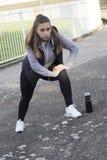 Übung der jungen Frau vor dem Laufen Lizenzfreie Stockfotografie