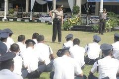 Übungs-Sicherheits-Einheit befehligt das Polizeihauptquartier, das in Surakarta errichtet Stockfotos