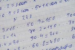 Übungsbuch eines Studenten mit Zahlen Lizenzfreies Stockfoto