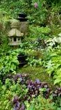 Üppiger Garten-Hügel Stockbild