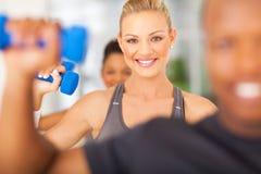 Ćwiczenia gym dumbbells obrazy stock