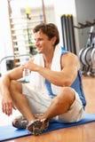 ćwiczenia mężczyzna target2585_0_ zdjęcia royalty free