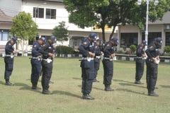 Ćwiczenie jednostki Zbawczych oficerów komendy głowna policji Buduje w Surakarta Obrazy Royalty Free