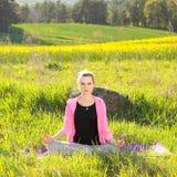 ćwiczyć kobiety joga Zdjęcia Royalty Free