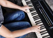 Ćwiczy elektroniczna klawiatura na podłoga Fotografia Stock