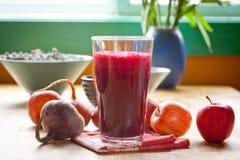 Ćwikłowy i jabłczany sok Zdjęcia Stock