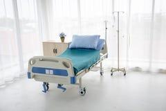 Łóżko szpitalne bez pacjenta zdjęcia royalty free