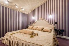 Łóżko w baroku stylu Obrazy Stock