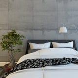 Łóżko W Nowożytnym Betonowym pokoju Obrazy Royalty Free