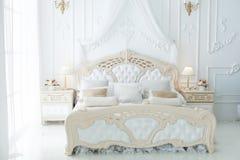 Łóżko w sypialni Fotografia Royalty Free