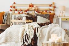 Łóżko zakrywający z koc zdjęcie royalty free